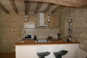 Cuisine ou kitchenette dans l'établissement Gite Chateau de Chaintres