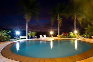 The swimming pool at or near Pousada e Restaurante Caminhos do Bom Café