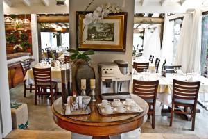 A restaurant or other place to eat at Pousada e Restaurante Caminhos do Bom Café