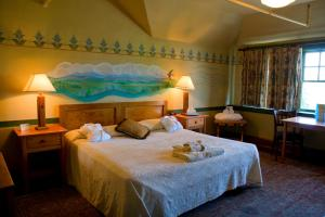 A bed or beds in a room at McMenamins Edgefield