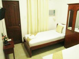 A bed or beds in a room at Casa D' Estrella Apartelle