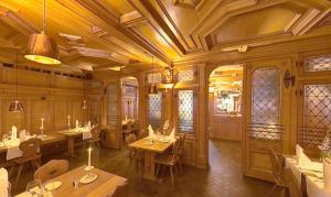 Ein Restaurant oder anderes Speiselokal in der Unterkunft Zunfthaus zu Wirthen