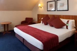 A bed or beds in a room at Holiday Inn Luton South - M1, Junction 9