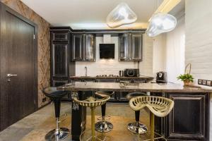 Кухня или мини-кухня в Julia Gallery Apartment