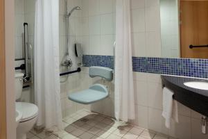 A bathroom at Holiday Inn Express Walsall M6, J10