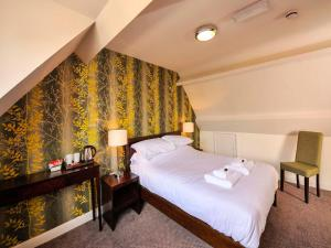 A bed or beds in a room at The Gillygate Pub With Rooms