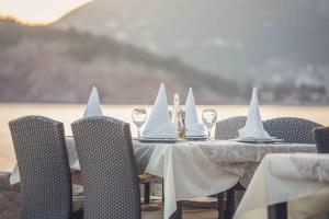 Restoran ili drugo mesto za obedovanje u objektu Love Live Hotel