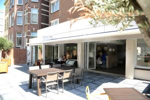 A restaurant or other place to eat at Hotel Andante aan Zee