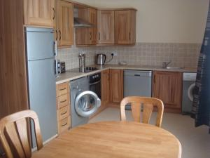 A kitchen or kitchenette at Sun Apartments
