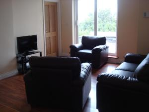 A seating area at Sun Apartments