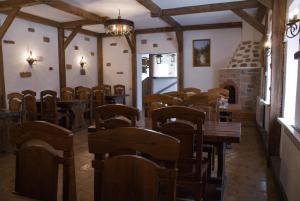 A restaurant or other place to eat at Kavkazskie Legendy