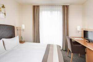 A bed or beds in a room at IntercityHotel Wien