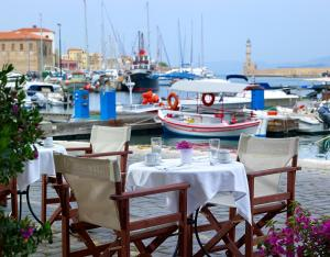 A restaurant or other place to eat at Porto Veneziano Hotel
