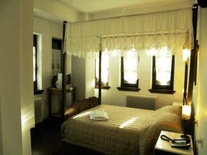 Ένα ή περισσότερα κρεβάτια σε δωμάτιο στο Ξενοδοχείο Πέτρινο