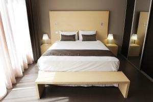 A bed or beds in a room at Hôtel du Centre