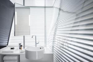 A bathroom at Okko Hotels Lyon Pont Lafayette