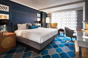 A bed or beds in a room at The Ven at Embassy Row, Washington, D.C., a Tribute Portfolio Hotel