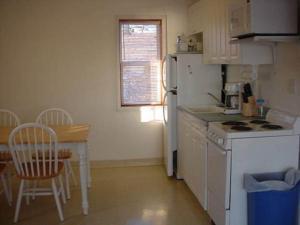 A kitchen or kitchenette at Sunflower Resort