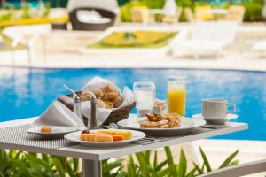 Breakfast options available to guests at Hotel Dann Carlton Barranquilla
