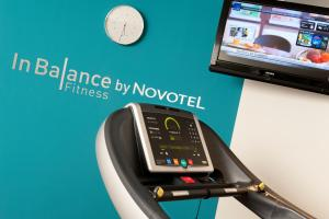 The fitness center and/or fitness facilities at Novotel Suites Lille Europe