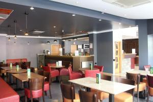 Un restaurante o sitio para comer en Eurotraveller Hotel - Premier - Tower Bridge