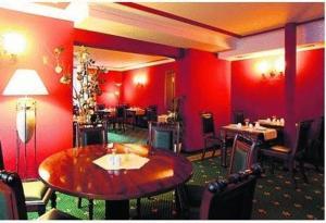 Ein Restaurant oder anderes Speiselokal in der Unterkunft Hotel Harmonie