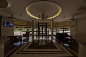 Лобби или стойка регистрации в Бизнес Клуб Отель Разумовский