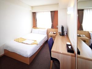 A bed or beds in a room at Hotel Sun Plaza Sakai Annex