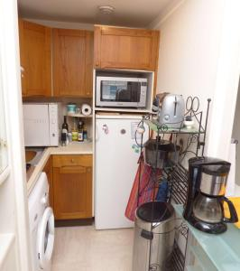 A kitchen or kitchenette at Riviera Access - Petit Juas