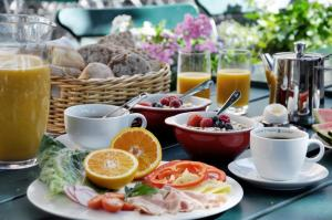 Breakfast options available to guests at Långholmen Hotell