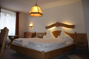 A bed or beds in a room at Die Krone