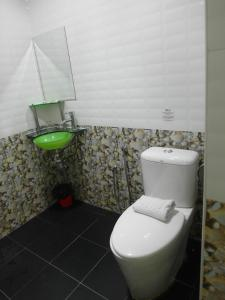 حمام في فندق باهاغيا لانكاوي