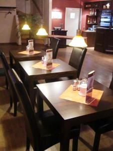 Ein Restaurant oder anderes Speiselokal in der Unterkunft Landhotel Schorssow