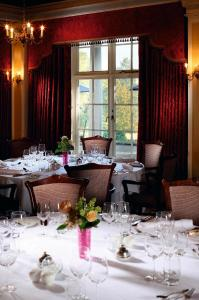 A restaurant or other place to eat at Macdonald Leeming House