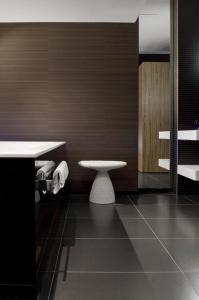 A bathroom at Carbon Hotel