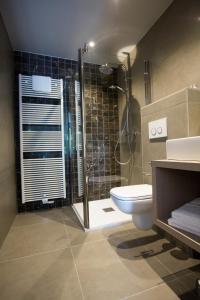 A bathroom at Hotel De Lissewal