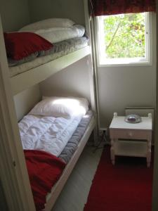 A bunk bed or bunk beds in a room at Sommarö Stugor