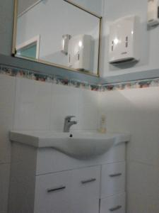 A bathroom at Gecko's Rest Budget Accommodation & Backpackers