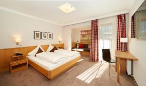 Ein Bett oder Betten in einem Zimmer der Unterkunft Hotel Waidmannsheil