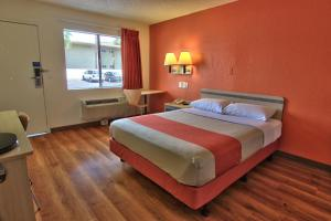 A bed or beds in a room at Motel 6-West Sacramento, CA