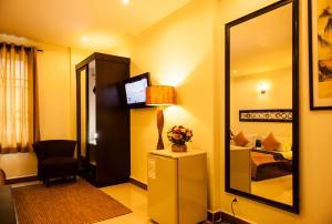 ワン アップ バナナ ホテルにあるテレビまたはエンターテインメントセンター