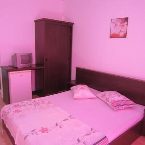 Un pat sau paturi într-o cameră la Vila Sunny