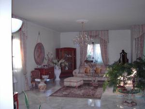 A seating area at Villa Nicolaus