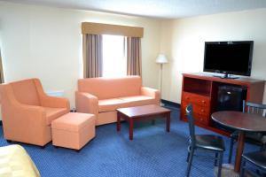 A seating area at Days Inn by Wyndham Flagstaff I-40