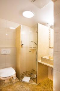 A bathroom at Gasthof zum Wilden Kaiser
