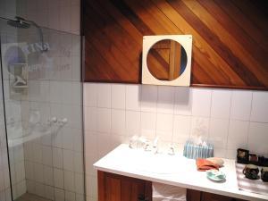 A bathroom at Happy Days Accommodation