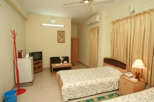 A bed or beds in a room at Red Chillies Restaurant and Guest house