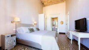A bed or beds in a room at Relais Santa Croce
