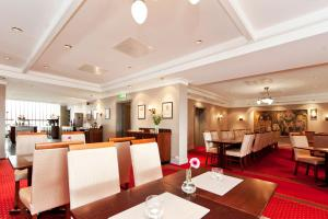 A restaurant or other place to eat at Thon Hotel Saga