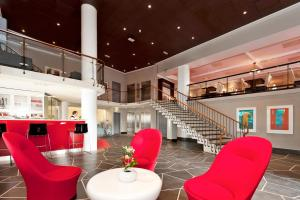 The lounge or bar area at Thon Hotel Saga